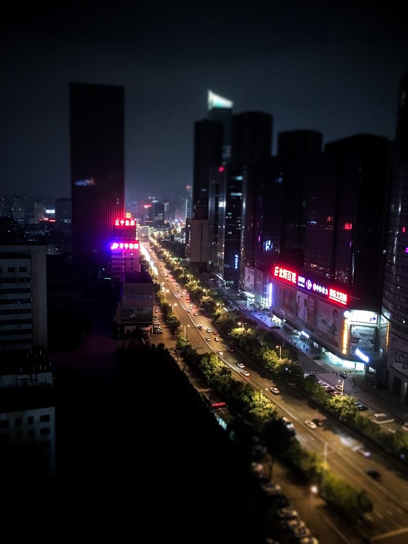 Shenyang om natten - fra vindue hos tatovør